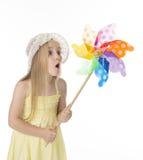 黄色礼服的漂亮的孩子 免版税库存图片