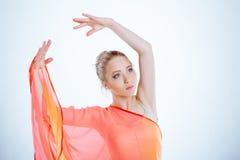 黄色礼服的舞蹈演员 库存照片