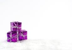 紫色礼物 免版税库存图片