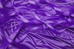 紫色缎丝带 库存照片
