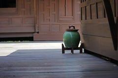 绿色缸 库存图片