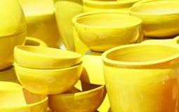 黄色罐 免版税库存照片