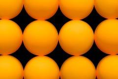 黄色网球继续地安排了,抽象背景 免版税库存照片