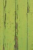 绿色老木的墙壁被绘 库存照片