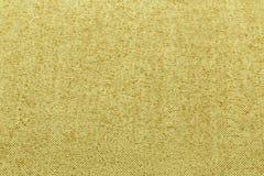 黄色背景豪华布料或难看的东西丝绸纹理缎天鹅绒波浪折叠  免版税库存图片