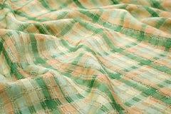 绿色背景豪华布料或难看的东西丝绸纹理缎天鹅绒波浪折叠  图库摄影