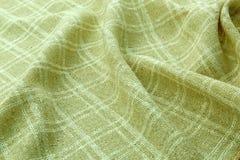 绿色背景豪华布料或难看的东西丝绸纹理缎天鹅绒波浪折叠  库存图片