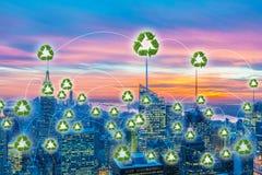 绿色能量供给动力的城市的概念 免版税库存照片
