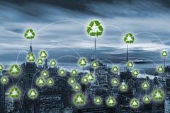 绿色能量供给动力的城市的概念 免版税库存图片