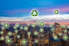 绿色能量供给动力的城市的概念 库存照片