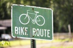 绿色自行车路线标志 库存图片