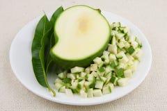 绿色芒果小切片 库存照片
