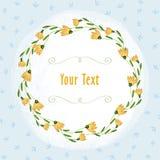 黄色花边界和绿色小插图在浅兰的叶子背景 免版税库存照片