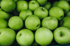 绿色苹果计算机背景,新鲜水果 库存照片