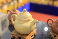 黄色茶壶 免版税库存照片