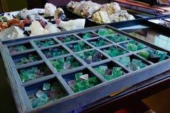 绿色荧石八面体未割减的宝石的标本自然形式 库存照片