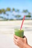 绿色菜圆滑的人-健康吃概念 图库摄影
