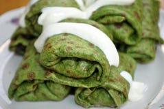 绿色菠菜薄煎饼 免版税库存图片