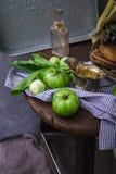 绿色蕃茄和葡萄在土气背景 库存照片