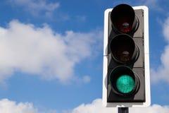 绿色街灯。 免版税库存照片