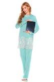 绿色衣服的女孩与片剂计算机 免版税库存照片