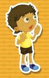 黄色衬衣呼喊的小男孩 免版税库存图片