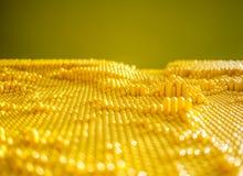 黄色被加点的单块玻璃 免版税库存照片
