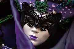 紫色被掩没的妇女画象 图库摄影