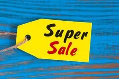 黄色超级销售标记 设计待售,折扣,广告,衣裳,陈设品,汽车,食物的市场价标记 免版税库存图片