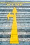 黄色路标铺 免版税库存照片