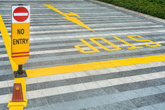 黄色路标铺 免版税库存图片