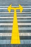 黄色路标铺 免版税图库摄影