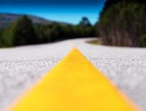 黄色车道线运输路背景 免版税库存图片