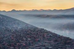 色达佛教徒学院 免版税图库摄影