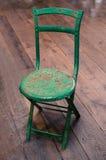 绿色金属椅子 库存图片