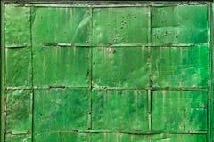 绿色金属门 库存照片