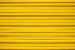 黄色钢路辗快门门 免版税库存图片