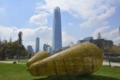 黄色钢雕塑在圣地亚哥,辣椒 免版税库存照片