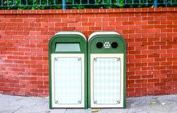 绿色铁设计回收站 免版税库存照片