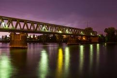 绿色铁路桥 免版税库存照片