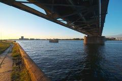 绿色铁路桥 免版税库存图片