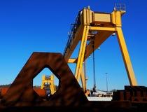 黄色铁重的工厂机械 库存照片