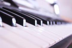 黑色键盘键钢琴行空白木 免版税库存图片