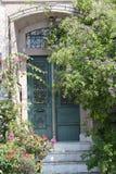 绿色门 库存图片