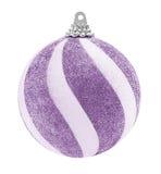 紫色闪烁圣诞节球 免版税库存照片
