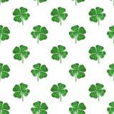 绿色闪烁抽象四叶三叶草的无缝的样式  图库摄影