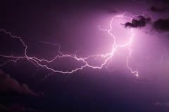 紫色闪电 库存照片