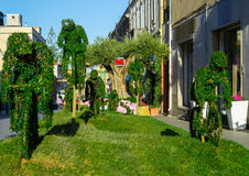 绿色雕塑在庭院里 免版税图库摄影