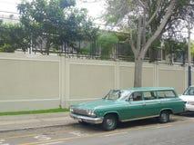 绿色雪佛兰因帕拉小型客车 免版税库存照片