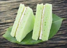 绿色雪芳蛋糕 免版税库存图片